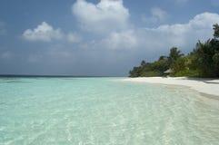 Playa tropical del centro turístico fotografía de archivo libre de regalías