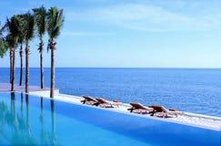 Playa tropical del centro turístico Imágenes de archivo libres de regalías