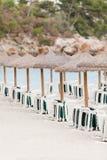 Playa tropical en día de fiesta del turista del verano Foto de archivo libre de regalías