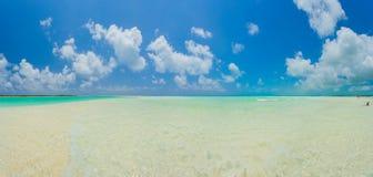 Playa tropical en de Cayo la isla largo foto de archivo libre de regalías
