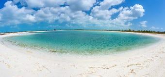 Playa tropical en de Cayo la isla largo foto de archivo