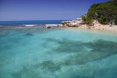 Playa tropical en el Caribe fotos de archivo