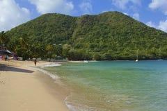 Playa tropical en la bahía de Rodney en St Lucia, del Caribe Fotos de archivo