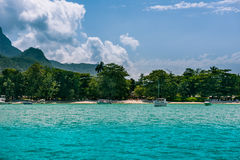 Playa tropical en la isla Seychelles de Mahe Fotografía de archivo libre de regalías