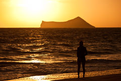 Playa tropical en la salida del sol fotografía de archivo libre de regalías