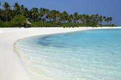 Playa tropical en los Maldivas Fotografía de archivo libre de regalías