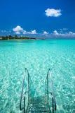 Playa tropical en Maldivas imagenes de archivo