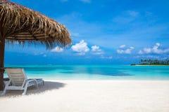 Playa tropical en Maldivas fotografía de archivo libre de regalías