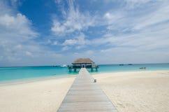Playa tropical en maldives imagenes de archivo