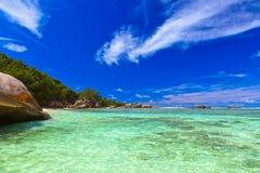 Playa tropical en Seychelles Foto de archivo libre de regalías