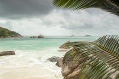 Playa tropical en Seychelles - fondo de la naturaleza Fotos de archivo