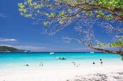 Playa tropical hermosa imagenes de archivo