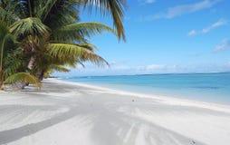 Playa tropical hermosa de la isla Fotos de archivo libres de regalías