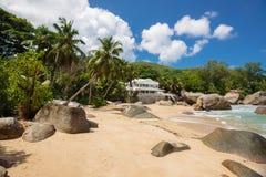 Playa tropical intacta en Sri Lanka Imágenes de archivo libres de regalías