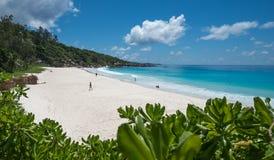 Playa tropical pequena de Anse, isla de Digue del La, Seychelles Fotografía de archivo