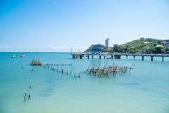 Playa tropical y mar azul fotografía de archivo