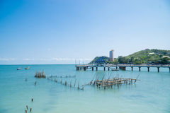 Playa tropical y mar azul foto de archivo