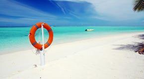 Playa tropical y panorama lifebuoy Fotografía de archivo