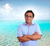 Playa turística latina india de las vacaciones del hombre perfecta Imagen de archivo