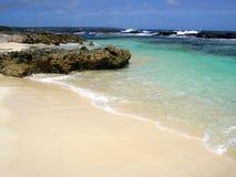Playa Unspoiled de las pinzas alejadas foto de archivo