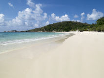 Playa vacía, blanca Fotos de archivo