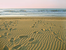 Playa vacía de la mañana Foto de archivo