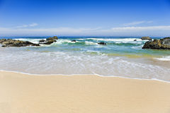 Playa vacía en una isla tropical hermosa Fotos de archivo libres de regalías