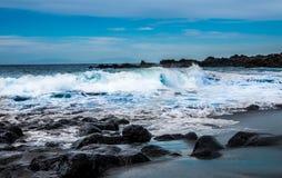 Playa volcánica de la arena del negro de la arena del la de Playa Fotos de archivo libres de regalías