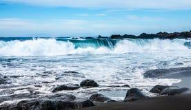 Playa volcánica de la arena del negro de la arena del la de Playa Imagen de archivo