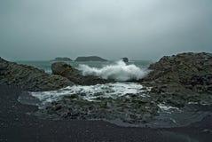 Playa volcánica Islandia de Dyrholaey Fotografía de archivo
