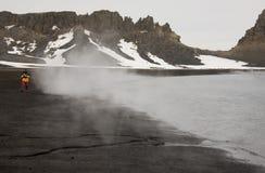 Playa volcánica caliente - isla del engaño - Ant3artida Foto de archivo libre de regalías