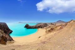 Playa y Ajaches de la turquesa de Lanzarote Papagayo Imagen de archivo libre de regalías
