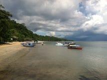 Playa y barco Fotografía de archivo libre de regalías