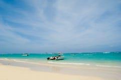 Playa y barcos Foto de archivo libre de regalías