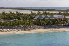Playa y centro turístico del Caribe imagen de archivo