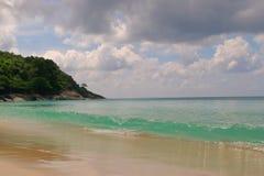 Playa y cielo azul fotos de archivo libres de regalías