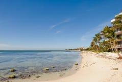 Playa y condominios Imágenes de archivo libres de regalías