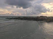 Playa y edificios de la Florida imagen de archivo