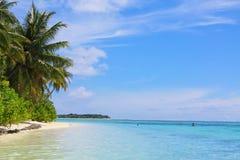 Playa y el Océano Índico maldivos Imagen de archivo libre de regalías
