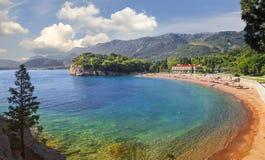 Playa y hotel Milocer montenegro Foto de archivo