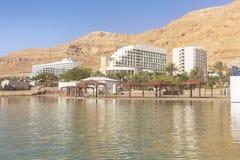 Playa y hoteles turísticos del mar muerto en Ein Bokek fotografía de archivo