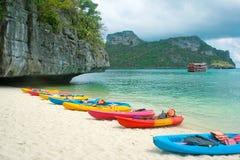 Playa y kajaks Imagen de archivo