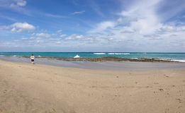 Playa y mar foto de archivo