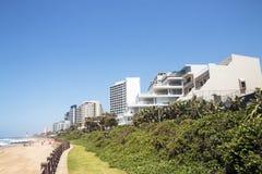 Playa y mar costeros del paisaje en Umhlanga Suráfrica Imagen de archivo libre de regalías