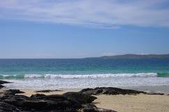 Playa y mar hermosos fotografía de archivo libre de regalías