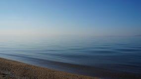 Playa y mar mediterráneos Foto de archivo libre de regalías