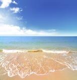 Playa y mar tropical Foto de archivo
