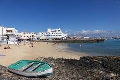 Playa y muelle viejos Corralejo Fuerteventura España de la ciudad Imagen de archivo
