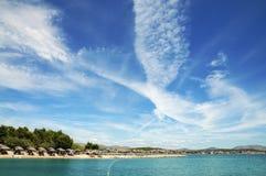 Playa y nubes. Imagen de archivo