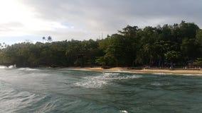 Playa y onda Imagen de archivo libre de regalías